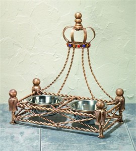 Pet Feeder for Your Royal Pet