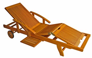 Deluxe Outdoor Lounge with Adjustable Leg Deck